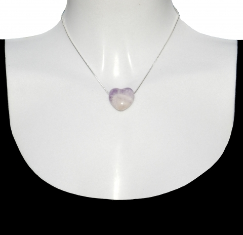 Charm heart with silver necklace 40cm. Material: Amethyst.