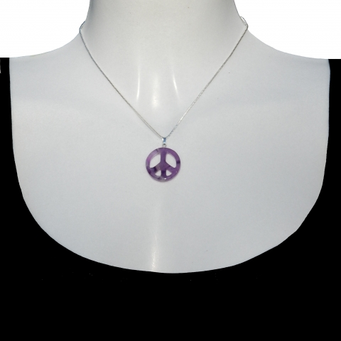 Charm peace with silver necklace 40cm. Material: amethyst.