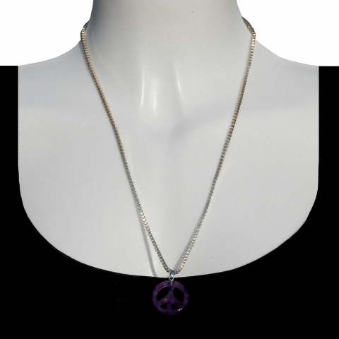 Charm peace with silver necklace 60cm. Material: amethyst.