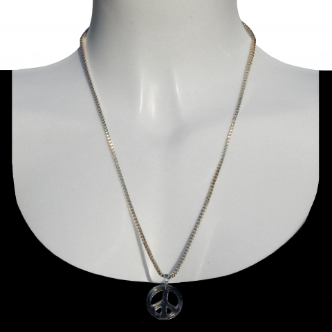 Charm peace with silver necklace 60cm. Material: Rock crystal.