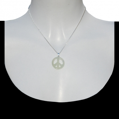 Charm peace with silver necklace 40cm. Material: jade.