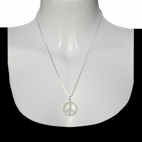 Charm peace with silver necklace 50cm. Material: jade.