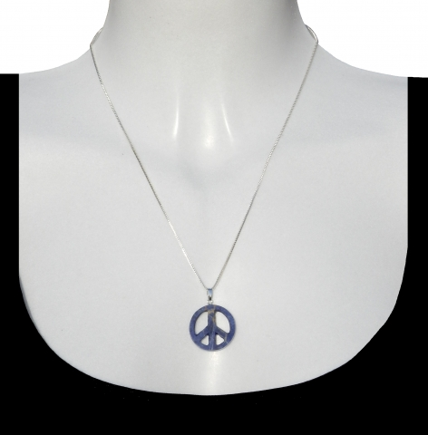 Charm peace with silver necklance 50cm. Material: lapis lazuli.