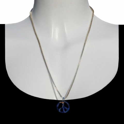 Charm peace with silver necklance 60cm. Material: lapis lazuli.