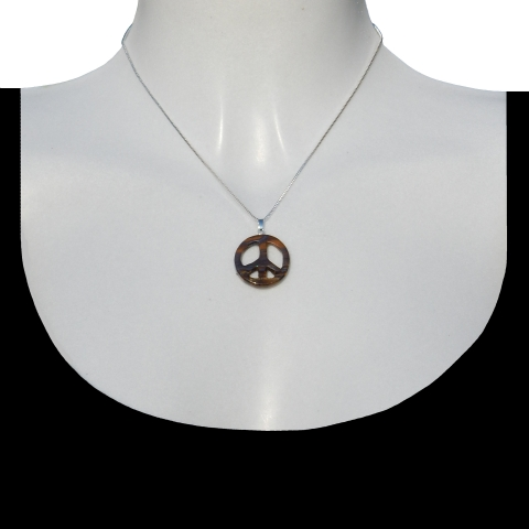Charm peace with silver necklace 40cm. Material: tiger iron.