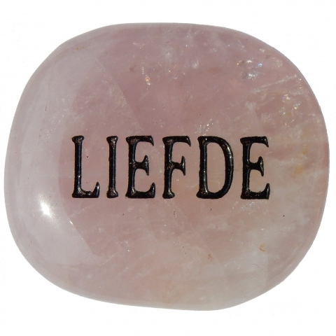 Pocket stone made of rose quartz. The word LIEFDE (love) is engraved.