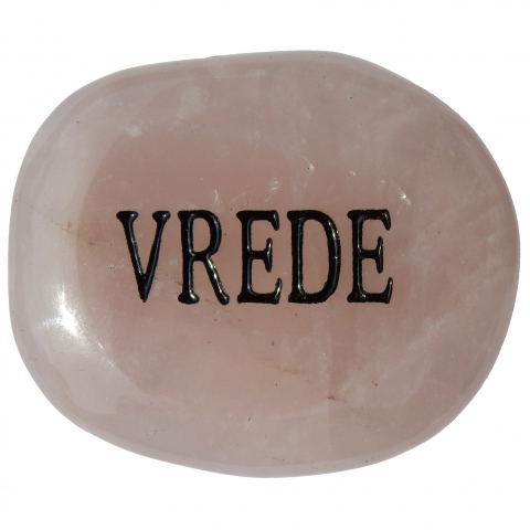 Pocket stone made of rose quartz. The word VREDE (peace) is engraved.
