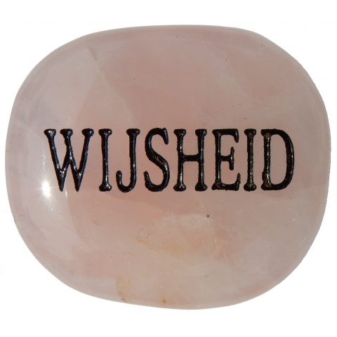 Pocket stone made of rose quartz. The word WIJSHEID (wisdom) is engraved.